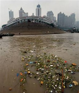 Trash in the Yangtze River