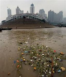 Trash in the Yangtze River