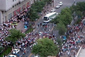 Photo of Chinese protestors in Urumqi, Xinjiang on July 5, 2009