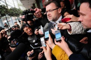Australian Consul-General Tom Connor (centre) makes a statement to the media outside the Shanghai No. 1 Intermediate People's Court in Shanghai, on March 22, following the first day in the trial of four Rio Tinto employees.