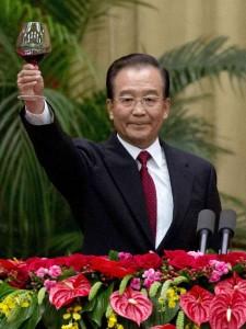 Cheers! Former Premier Wen Jiabao